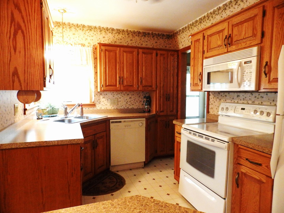 kitchen w/ newer cupboards