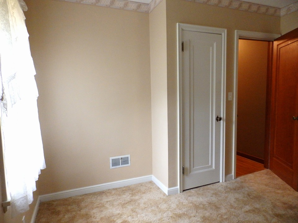 2 of 3 bedrooms-main floor