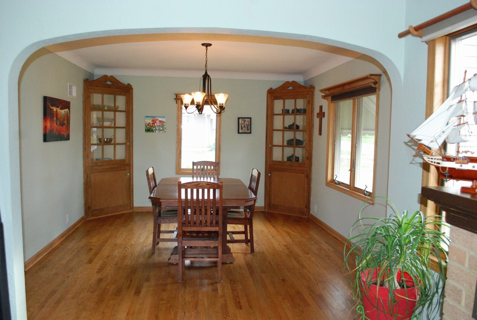 dining room off the kitchen w/ buildt corner cupboards