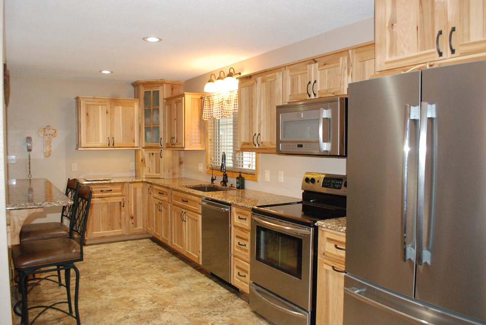 updated kitchen w/ all stainless steel appliances