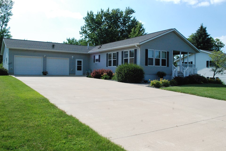 Country Living In TownFour Bedroom Home Located On A Private Cud De Sac Jackson MN Real Estate Property Listing